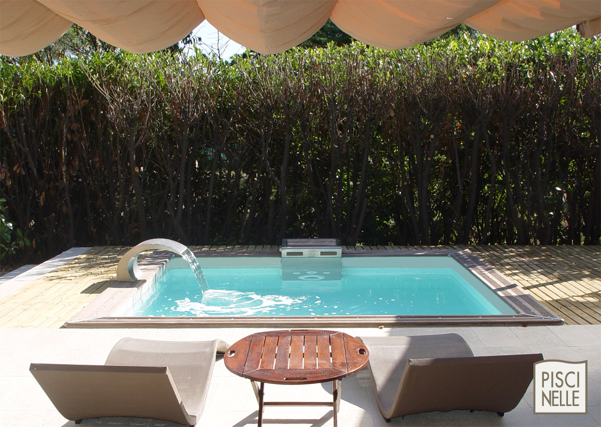 piscine dans un petit espace aucun probl me avec piscinelle abri de jardin et piscine le blog