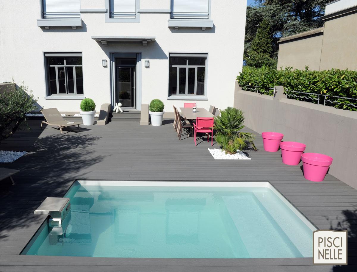 Piscine dans un petit espace aucun probl me avec piscinelle abri de jardin et piscine le blog for Prix piscine 5 x 10